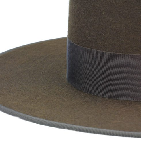 Spanish Felt Hat for Riding in Brown with dark outline at Picadera
