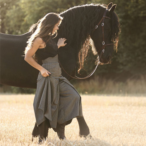 Hosen Reitrock in Schwarz gestreift von Picadera mit Friese