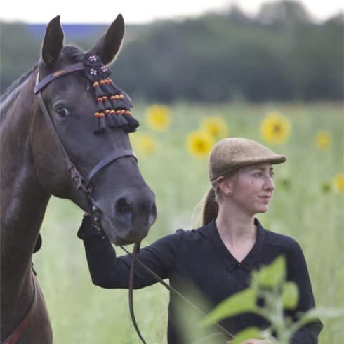 Flat Cap Caballo in Brown for Ladies with Andalusian Horse