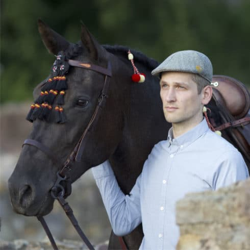 Flat Cap Caballo in Green for Gentlemen with Andalusian Horse at Picadera